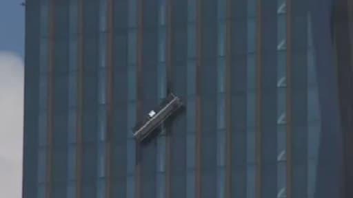 Les deux Autrichiens sont restés bloqués à 144 mètres de hauteur.