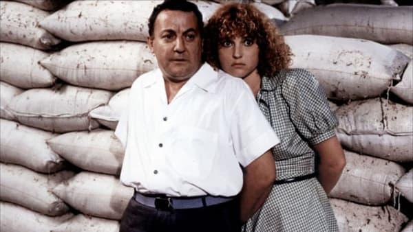 Coluche et Valérie Mairesse dans Banzaï