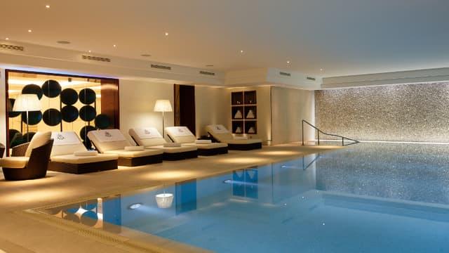 Une luxueuse piscine à deux pas des Champs