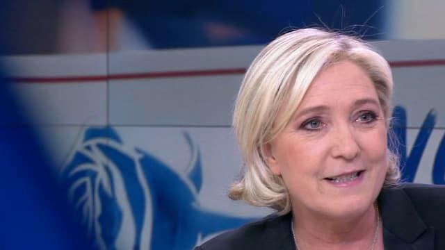 Marine Le Pen sur le plateau de France 2.