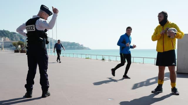 Un contrôle de police à Nice, le 18 mars.