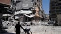 A Homs, samedi. Plusieurs ténors de l'opposition de droite appellent François Hollande à interrompre ses vacances pour se rendre à Moscou et engager un dialogue avec la Russie pour tenter de débloquer la diplomatie internationale sur le dossier syrien. /P