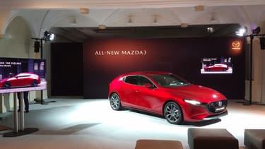 Futuriste par le design, la nouvelle Mazda 3 l'est aussi par ses motorisations thermiques sophistiquées, parmi les moins polluantes au monde.