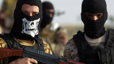 Deux jihadistes irakiens, combattants de l'organisation Etat Islamique (EI) en Irak.