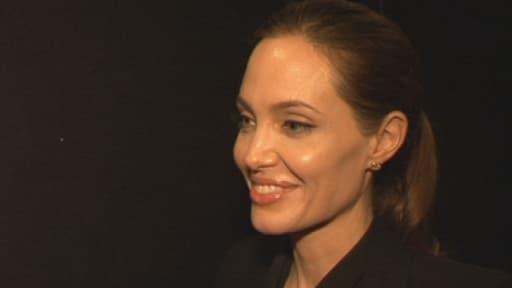 Angelina Jolie s'exprime sur sa double mastectomie au micro de BFMTV