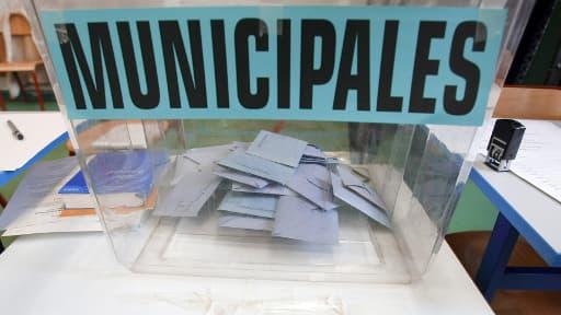 L'Etat a budgété pour les élections municipales plus de 128 millions d'euros, qui serviront pour l'essentiel à rembourser une partie des frais des candidats.