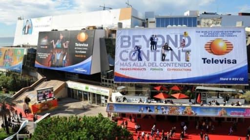 A Cannes, le palais des festivals s'est couvert des couleurs du MipTV qui se tient du 8 au 11 avril 2013.