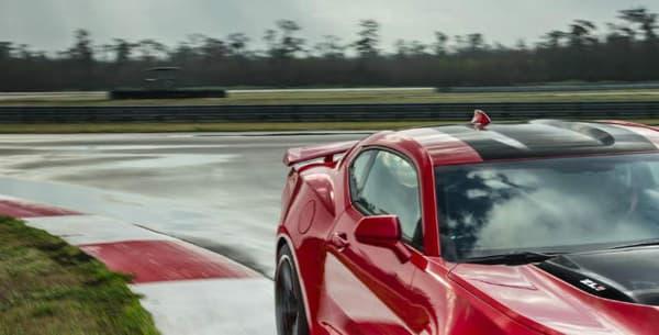 Si elle est plus rapide que la Koenigsegg, la Camaro ZL1 ne tourne qu'à peine 3 secondes plus vite que l'Alfa Romeo Giulia Quadrifoglio Verde, de seulement 510 chevaux.