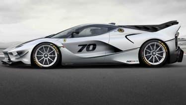 Ferrari a dévoilé la FXX K Evo, une version encore plus sportive que la déjà très sportive FXX K. Ou comment rajouter un kit aéro à cette hypercar.