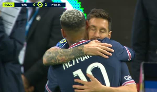 Le câlin entre Messi et Neymar