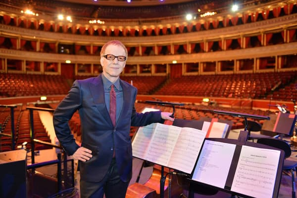 Danny Elfman, fidèle compositeur de Tim Burton, est en concert à Paris du 10 au 12 octobre 2015.