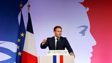 """Emmanuel Macron lors de son discours sur les """"séparatismes"""" le 2 octobre."""
