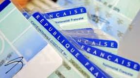 Des cartes d'identité françaises. (Photo d'illustration)