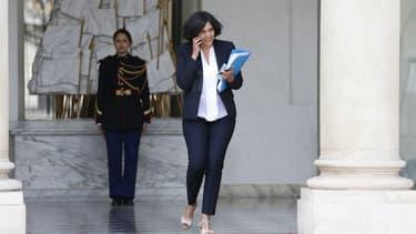 Myriam El Khomri devient ministre du Travail.