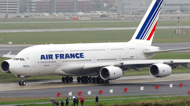 Air France, située en France, a plus de charges que KLM.
