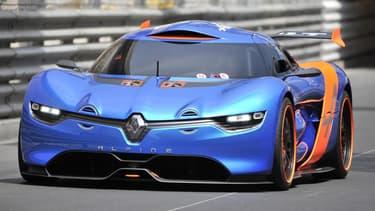 La nouvelle Alpine de Renault a été présentée sur le circuit de Monaco, conduite par Carlos Tavares himself!