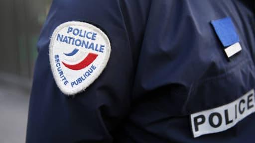 Le suspect, qui s'est rendu, est déjà connu des services de police pour port d'armes prohibé.