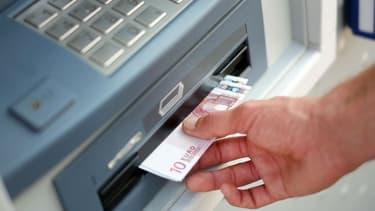 Les frais pour les retraits ont parfois augmenté de plus de 200%