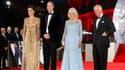 """Kate, William, Camilla et Charles lors de la première mondiale du nouveau James Bond """"No Time to Die"""" à Londres, le 28 septembre 2021"""