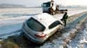 Dans le nord de la France. La vague de froid, qui a tué une deuxième personne à Toulouse, s'intensifie avec des températures proches des records historiques descendues par endroits en-dessous de -20°C. /Photo prise le 4 février 2012/REUTERS/Pascal Rossign