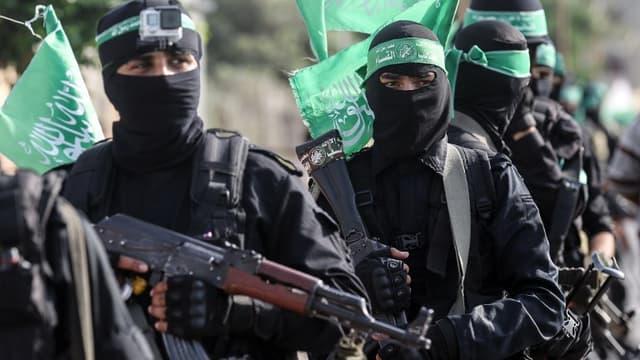 Des membres de la branche armée du Hamas marchent dans les rues de Gaza le 20 juillet 2017