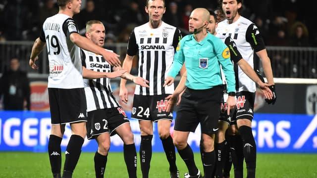 Des clubs de Ligue 1 escroqués