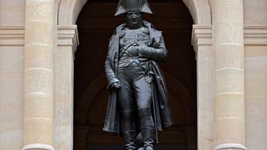 Statue de Napoléon dans la Cour des Invalides.