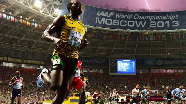 Usain Bolt vainqueur du 100m des Mondiaux en plein orage