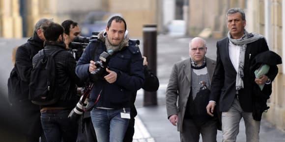 Henri Leclaire (deuxième à droite), cité comme témoin au procès Heaulme, à son arrivée au palais de justice de Metz.