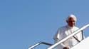 Le pape Benoît XVI à son départ de Rome pour Madrid. Au premier jour de sa visite en Espagne à l'occasion des Journées mondiales de la Jeunesse (JMJ), le souverain pontife a dénoncé les structures économiques qui privilégient le profit au détriment de l'ê