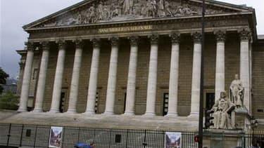 """Les députés doivent adopter ce lundi soir, sauf coup de théâtre, le volet français du plan de soutien à la Grèce prévoyant jusqu'à 16,8 milliards d'euros de prêts sur trois ans, un """"impératif moral et économique"""" pour la ministre de l'Economie Christine L"""