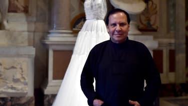 Le couturier franco-tunisien Azzedine Alaïa est décédé à l'âge de 77 ans.