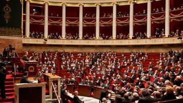 Les députés ont adopté mardi les deux projets de loi créant le poste de Défenseur des droits, qui cumulera les compétences de quatre autorités administratives indépendantes - Médiateur de la République, Défenseur des enfants, Halde et CNDS. Ils ont retenu
