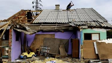 Les communautés rom de Mitrovica vivent dans des camps, qu'ils partagent parfois avec des réfugiés et autres populations déplacées. C'était le cas de celui-ci, qui a été détruit en octobre 2010.