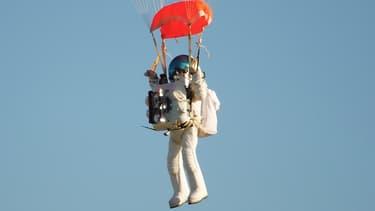 L'Américain Alan Eustace, a battu vendredi le record d'altitude en ballon détenu depuis 2012 par l'Autrichien Felix Baumgartner.