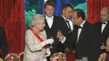 La reine et le président ont trinqué lors du diner d'Etat, à l'Elysée.