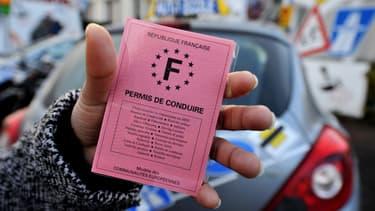 Des centaines de véhicules d'auto-écoles ont bloqué le périphérique parisien vendredi matin