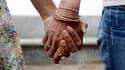 Christiane Taubira, la ministre de la Justice, a annoncé que les homosexuels pourront se marier et adopter mais n'auront pas accès à la procréation médicalement assistée. Le projet de loi les concernant sera présenté en octobre en conseil des ministres. /