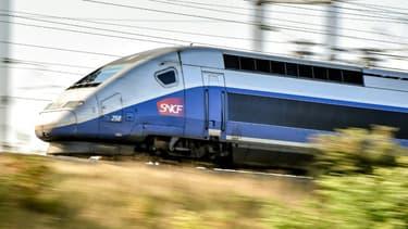 Des centaines de voyageurs se trouvant à bord de trois trains bloqués sur la voie dans le sud-ouest ont vécu une nuit de galère entre dimanche et lundi, la SNCF prévoyant un retour à la normale mardi à midi