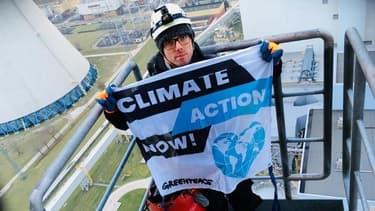Les six militants de Greenpeace ont passé quelque 40 heures sur la cheminée de 180 mètres.