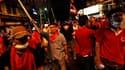 """Les """"chemises rouges"""" affichent leur détermination à mener jusqu'au bout leur combat pour des élections anticipées au lendemain de heurts avec les forces de l'ordre qui ont fait 20 morts à Bangkok. /Photo prise le 10 avril 2010/REUTERS/Damir Sagolj"""