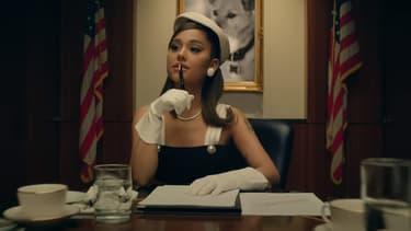 "Ariana Grande dans le clip ""positions"""