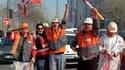 Des salariés d'ArcelorMittal protestent contre les licenciements.