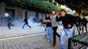 """La police a dispersé vendredi la foule de protestataires qui assiégeaient depuis cinq jours la Casbah de Tunis, siège du gouvernement transitoire, au lendemain de l'éviction des derniers ministres """"bénalistes"""", une des revendications principales des manif"""