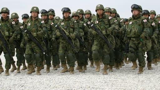 Le Japon produit notamment des fusils d'assault et des chasseurs-bombardiers.