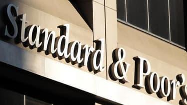 """S&P évoque des discussions budgétaires """"plus tendues""""."""