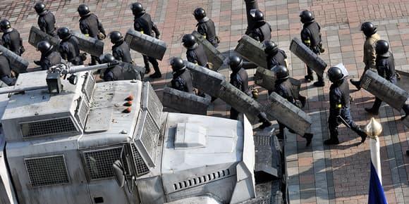 Les forces de police quittent leurs positions au parlement