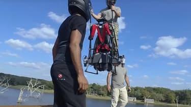 Cet hoverboard atteint la vitesse de 130 km/h.