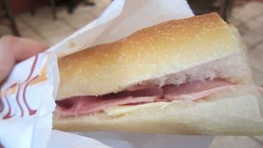 Le jambon-beurre est un grand classique des boulangeries françaises.