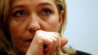 Marine Le Pen a assuré mercredi que le Front national allait rapidement régler les problèmes financiers qui le menacent d'une saisie par la Société Générale de son ancien siège près de Paris. /Photo prise le 15 mars 2011/REUTERS/Tony Gentile
